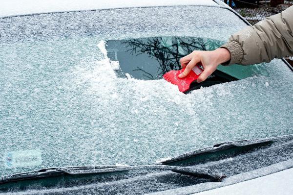 quitar hielo de tu coche