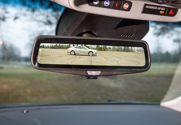 Retrovisor interior de pantalla y cámara