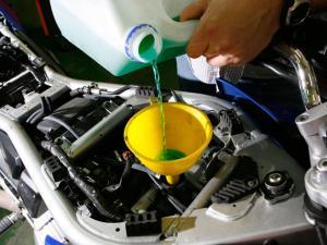 si mi coche se queda sin agua