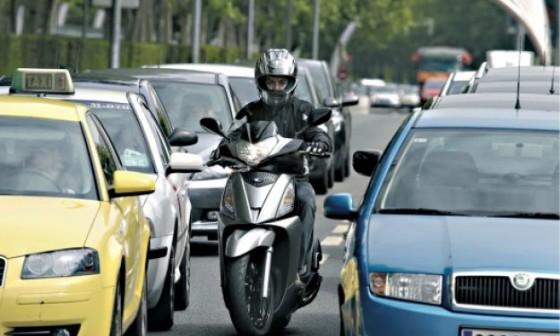 conducir en moto por la ciudad