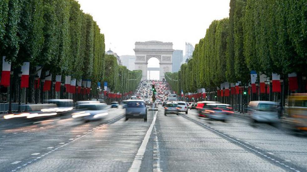 el nuevo asfalto que rebaja el ruido del tráfico y el calor