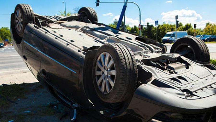 cómo salir de un coche si sufres un accidente